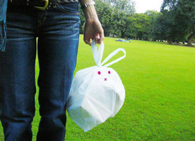 """Rabbit-kun"" trash bag - it eats junk food!"