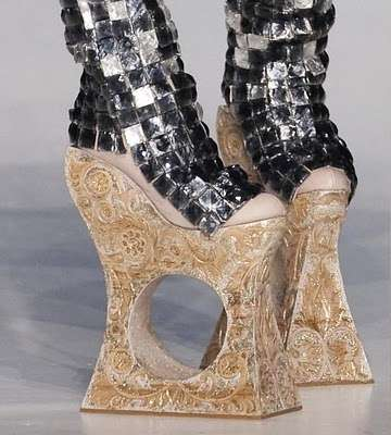 Guo Pei Shoes Winter 2010
