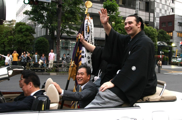 Kotooshu takes a celebratory convertible ride through Tokyo's streets