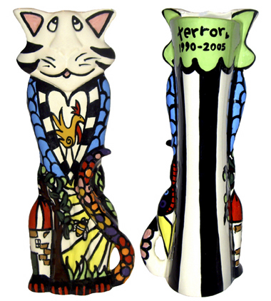 Terror The Cat, Pet Urn: ©ChowTime Productions