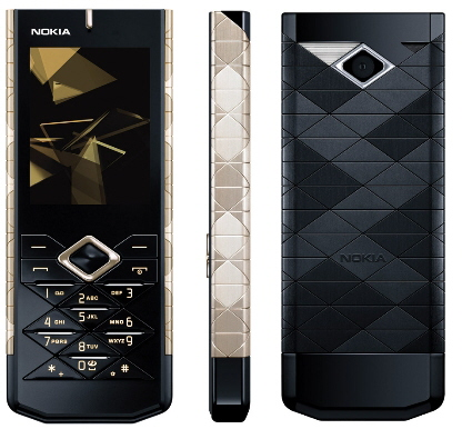 Front, side, and rear view of the Nokia 7900