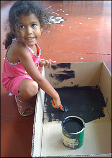 Bohner's daughter helps paint the Kyoto Box (Photo:BBC News)