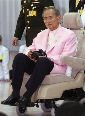 King Wearing Pink: Source: Associated Press