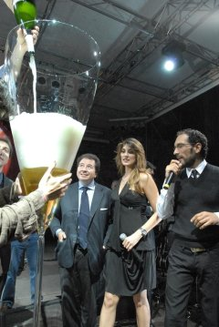 World&#039;s Largest Champagne Glass