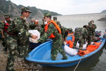 Relief workers at Zipingyu Dam