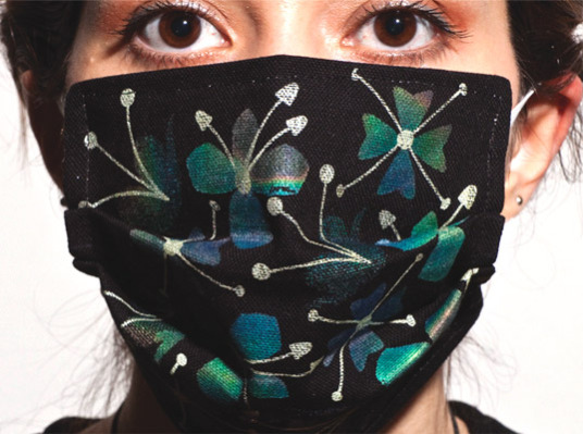 Color changing flu mask: ©Marjan Kooroshinia