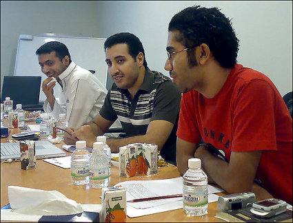 Fouad al-Farhan (center)