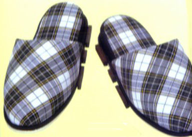 Chindogu: Magnetic slippers: via chindogu.com